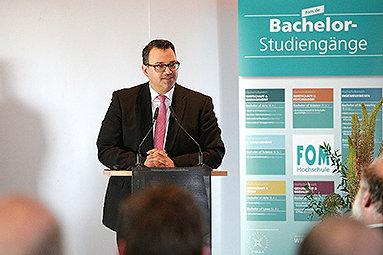 Bild: 10 Jahre berufsbegleitendes Ingenieurstudium der Hochschule Bochum und der FOM