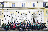 Bild: 100 Bonner FOM-Absolventen feierten ihren Abschluss
