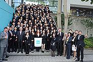 Bild: 150 junge Chinesen peilen Masterabschluss an