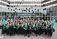 Bild: 201 Essener FOM Absolventen feiern erfolgreichen Studienabschluss