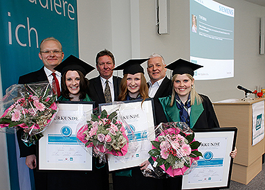 Bild: 31 Siemens-Studierende feierten ihren FOM-Abschluss