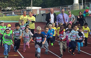 Bild: 500 Essener Vorschulkinder beim 2. KidsgoMINT-Spendenlauf