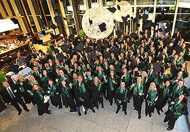 Bild: 500 Gäste feiern Studienabschluss im Essener Ruhrturm
