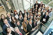 Bild: 80 Berufstätige schließen kaufmännische Weiterbildung ab