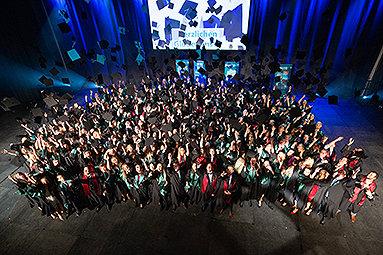 Bild: Abschluss mit großen Absolventenfeiern