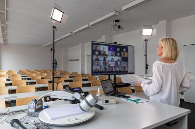 Bild: Das erste virtuelle FOM Frauen-Forum mit 300 Frauen aus ganz Deutschland
