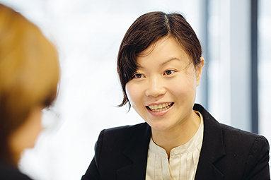Bild: Die Story: Chinesische FOM-Absolventin macht Karriere in Deutschland