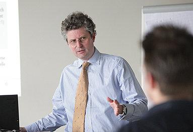 Bild: Die Story: Das FOM-Jubiläum des Prof. Dr. Frère