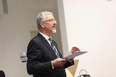 Bild: Die Story: Hans-Joachim Flocke seit zehn Jahren Professor an der FOM