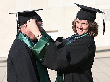 Bild: Die Story: Vater und Tochter schaffen Bachelor