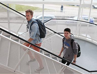 Bild: Die Story: Zwei Aachener Schüler auf dem Weg nach oben