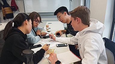 Bild: Dortmunder Oberstufenschüler tauchten an der eufom in die Hochschulwelt ein