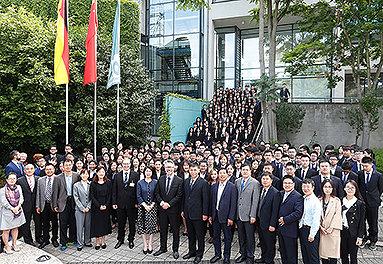 Bild: Dozenten und Studierende von chinesischer Partner-Uni aus Taian in Essen