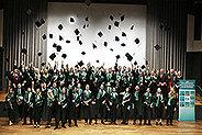 Bild: Erster Absolventenjahrgang der FOM in Aachen verabschiedet