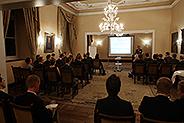 Bild: FOM Alumni trafen sich zum Kaminabend auf Schloss Hugenpoet