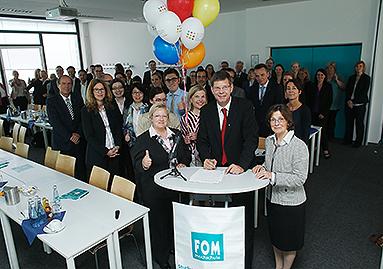 """Bild: FOM Hochschule unterzeichnet """"Charta der Vielfalt"""""""