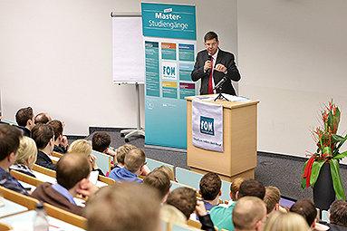 Bild: FOM Master-Forschungsforum mit 300 Studierenden