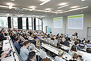 Bild: FOM Master-Forschungsforum mit 370 Studierenden