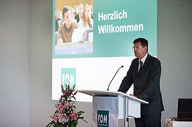 Bild: FOM startet Studienbetrieb in Karlsruhe und Gütersloh