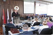 Bild: FOM stellt Studienkonzept an Uni in Banja Luka vor