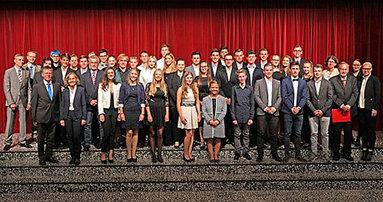 Bild: FOM und AJM machen Schüler im Rhein-Kreiss Neuss zu Junior-Managern