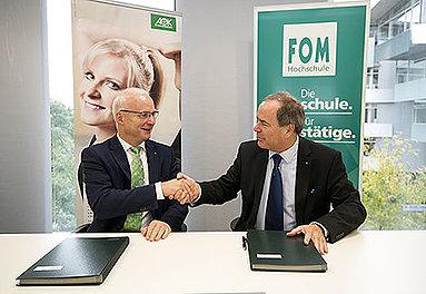 Bild: FOM und AOK Baden-Württemberg vereinbaren Zusammenarbeit