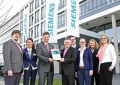 Bild: FOM und Siemens bieten in Kooperation berufsbegleitendes Ingenieur-Studium an
