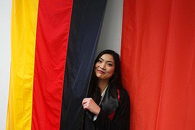 Bild: FOM verabschiedet 500. chinesische Master-Absolventin