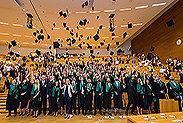 Bild: FOM verabschiedet zahlreiche Absolventen
