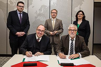 Bild: Kooperation zwischen EJOT und FOM in Siegen