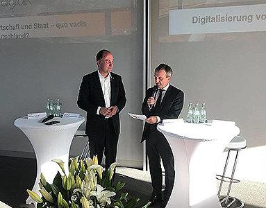 Bild: OB Geisel beim digitalk an der FOM in Düsseldorf