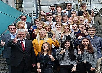 Bild: Siemens-Auszubildende beginnen mit Management-Studium