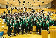 Bild: Über 300 Frankfurter FOM-Absolventen verabschiedet