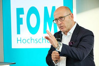 Bild: Škoda-Chef Bernhard Maier zu Gast bei der FOM